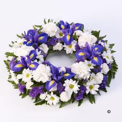 Classic Wreath   Blue and White